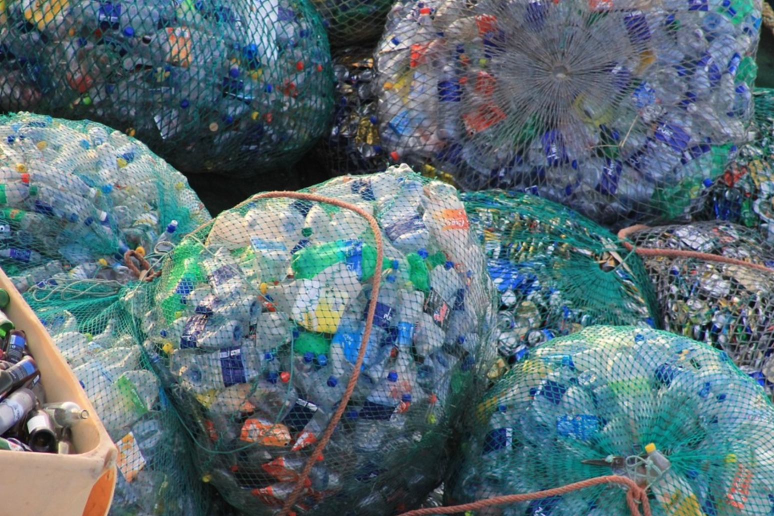 Theresa May pledges to cut all avoidable plastic waste by 2042